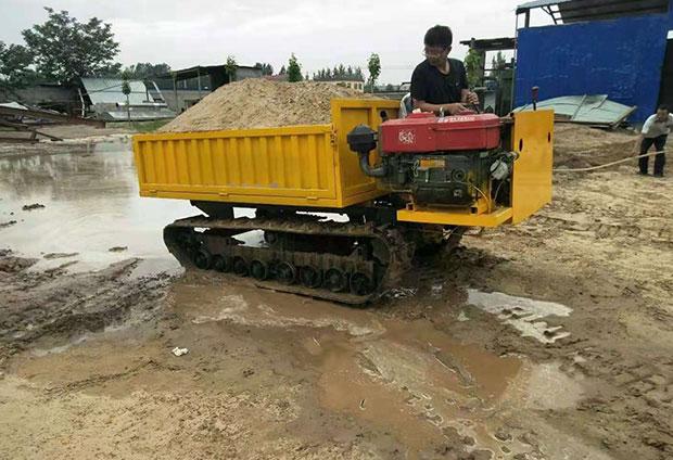 新疆伊宁客户采购履带运输车正式使用