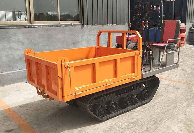 我公司生产座式履带运输车发往湖北南昌