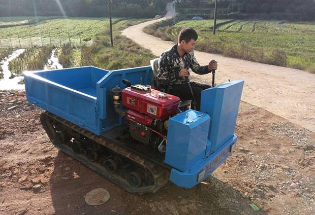 集团一批履带运输车发往陕西府谷